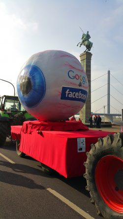 Facebook Karneval float